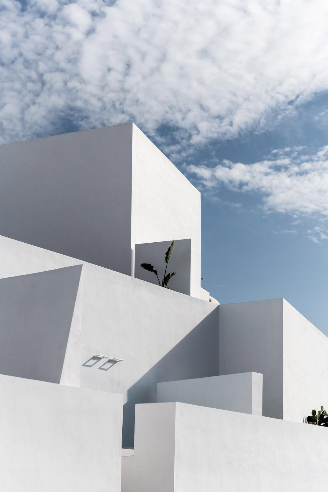 Saint Hotel Santorini, designed - minimalissimo | ello