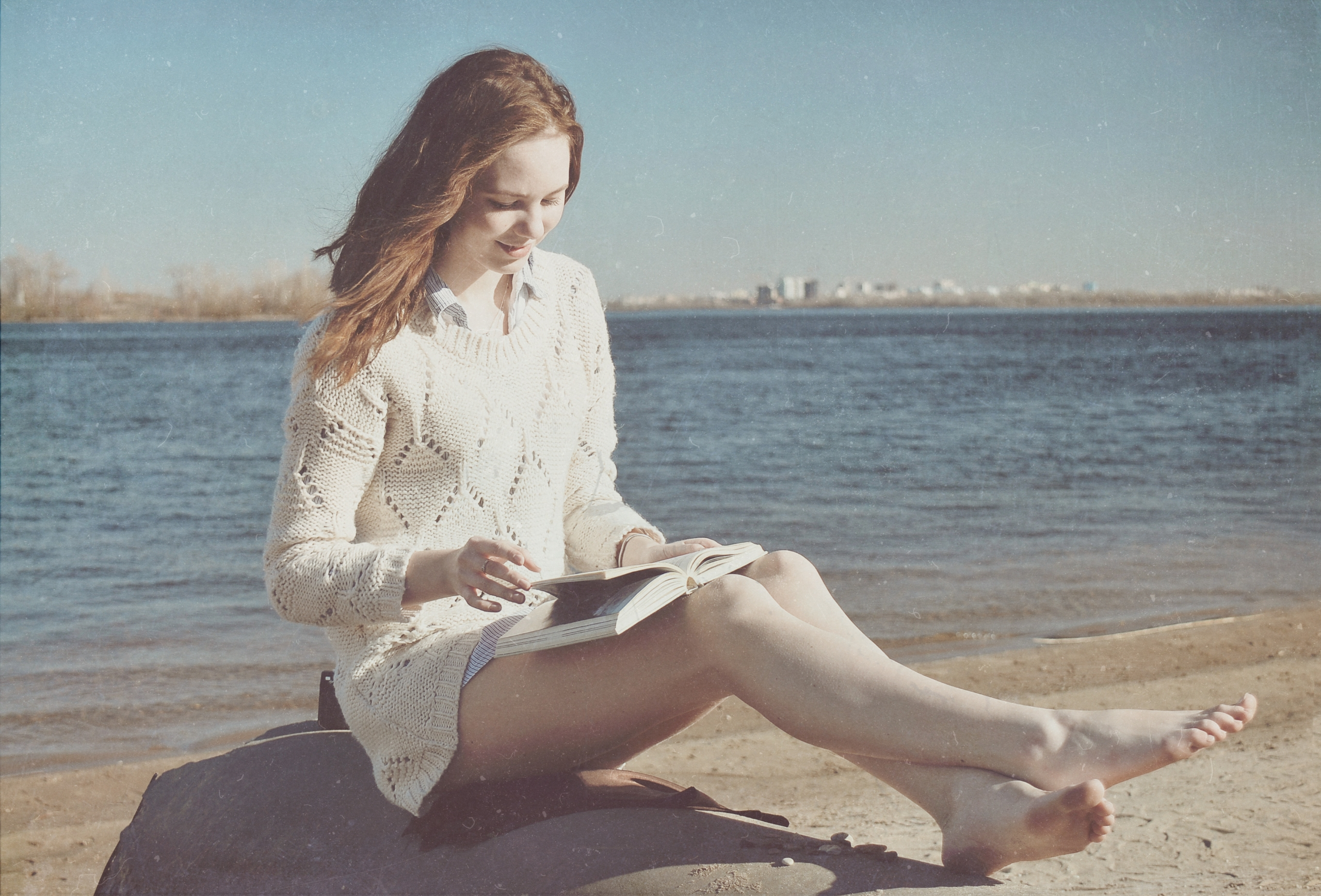 Cold sand - barefoot, barefeet, feet - kirillpanfilov | ello