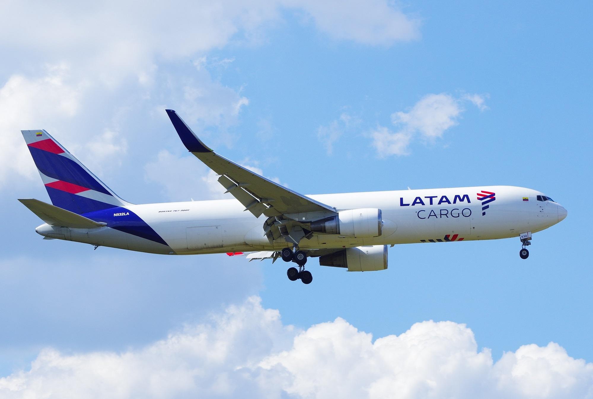 LATAM Cargo Boeing 767-300F, N5 - brummi | ello