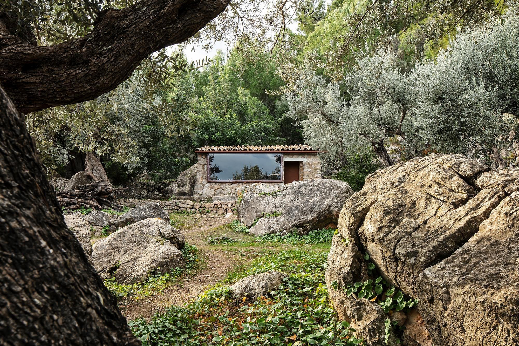 secluded retreat build rock for - gessato | ello