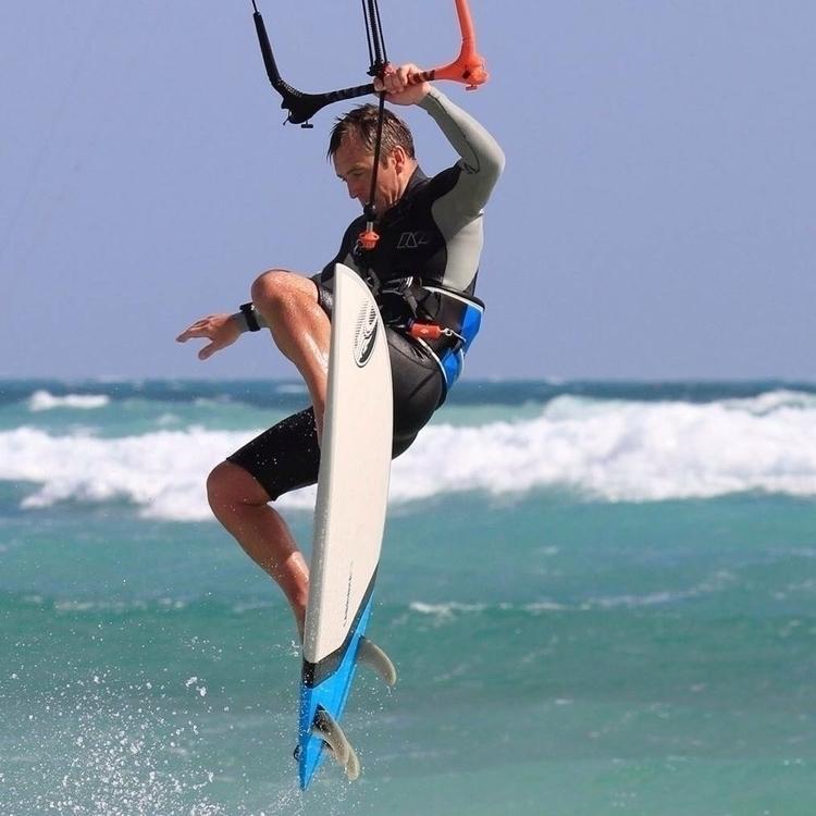 Strapless kitesurfing kid 😄 - ellokitesurfers | ello