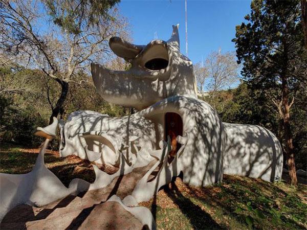 Live sculpture: 1970s Bloom Hou - red_wolf | ello