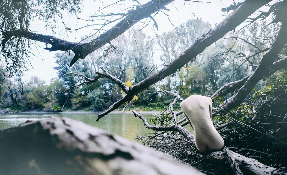 Photographer:Katarina Oresansk - darkbeautymag   ello