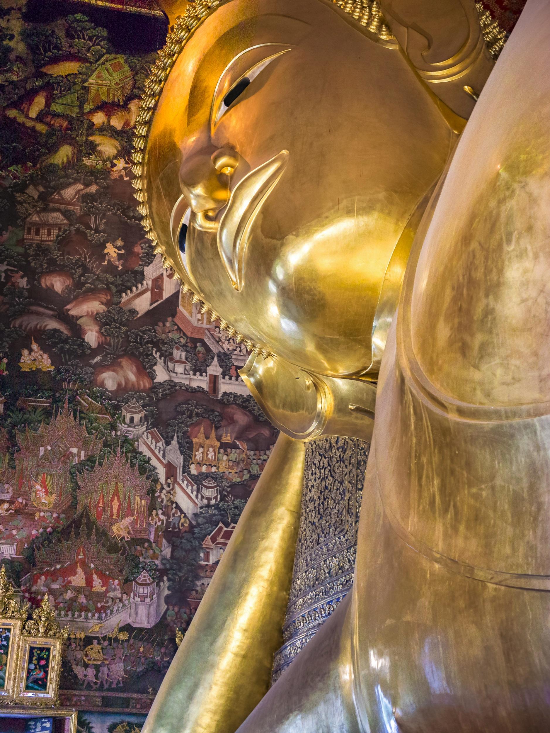 Wat Pho, Bangkok Thailand 2017  - travischau | ello