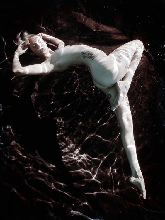 Photographer:Dana Chapman Mode - darkbeautymag | ello