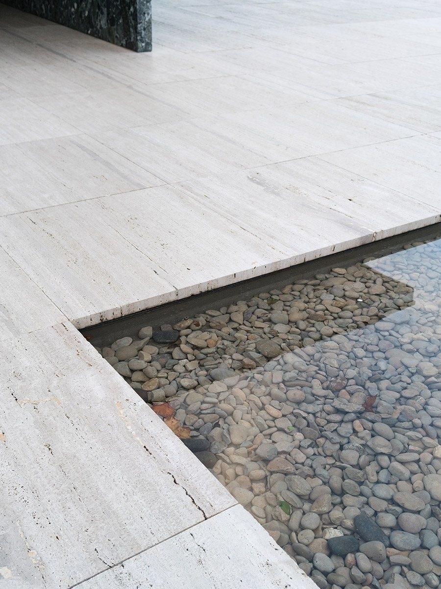 Water basin natural stones. Bar - upinteriors | ello