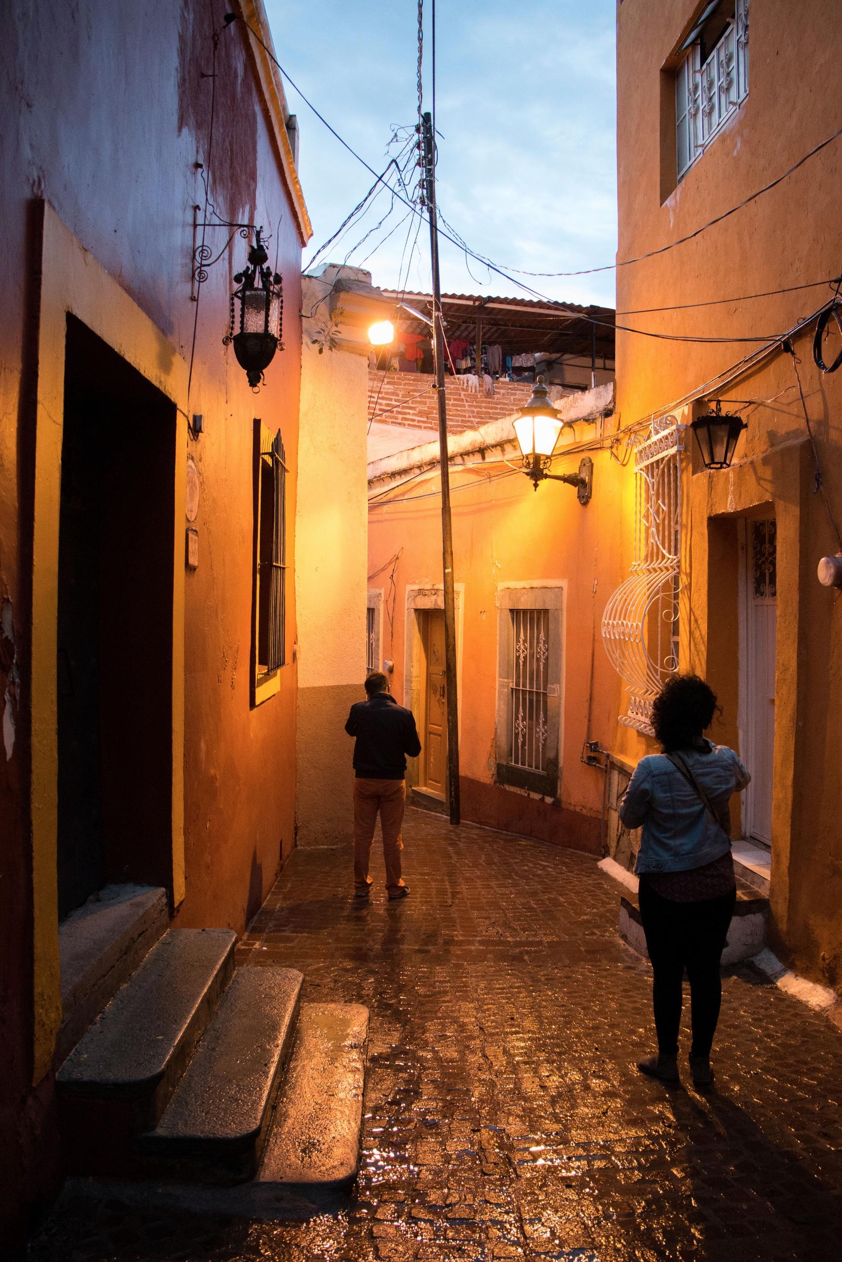La lluvia embellece las calles  - yiramos | ello