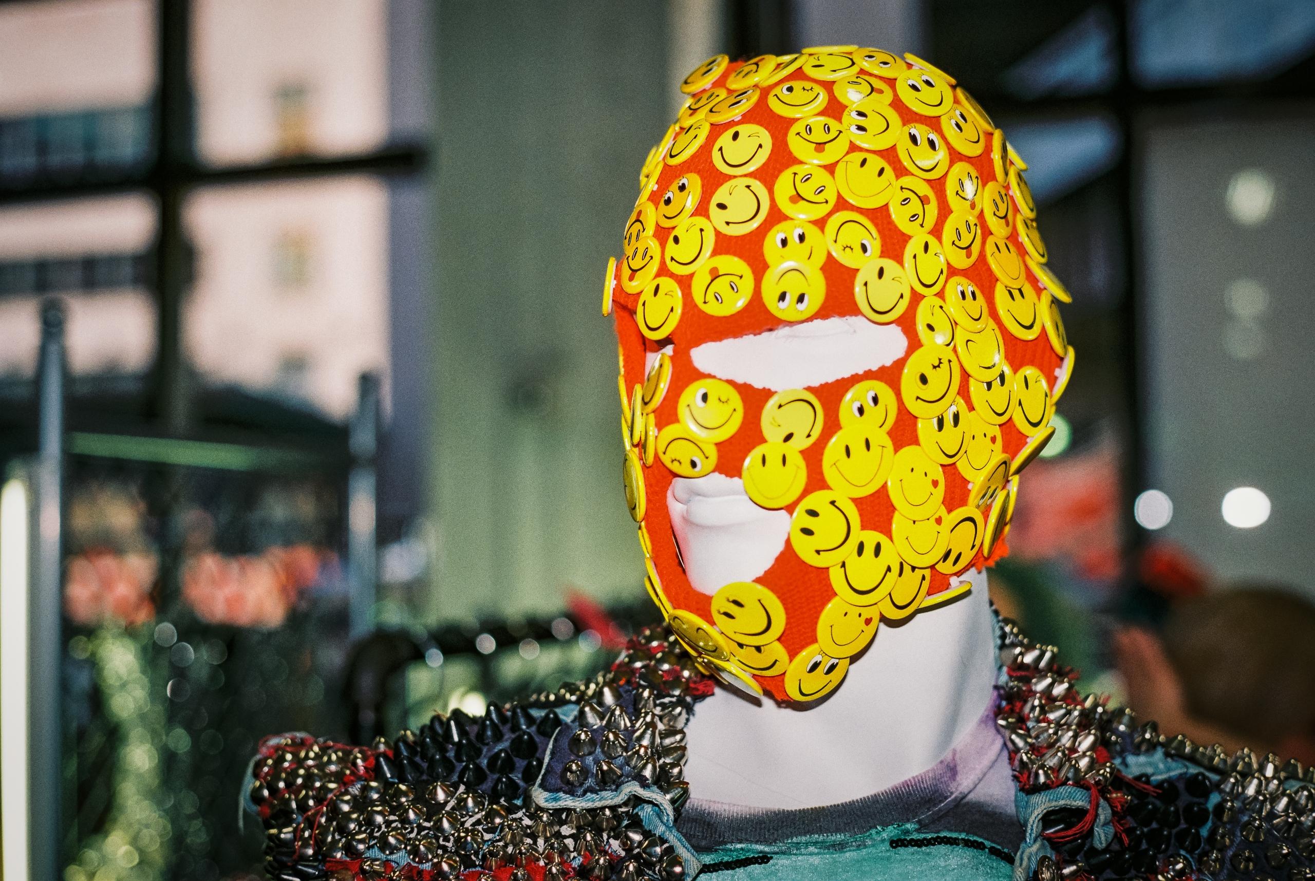 Put Happy Face - photography, 35mm - danbassini | ello