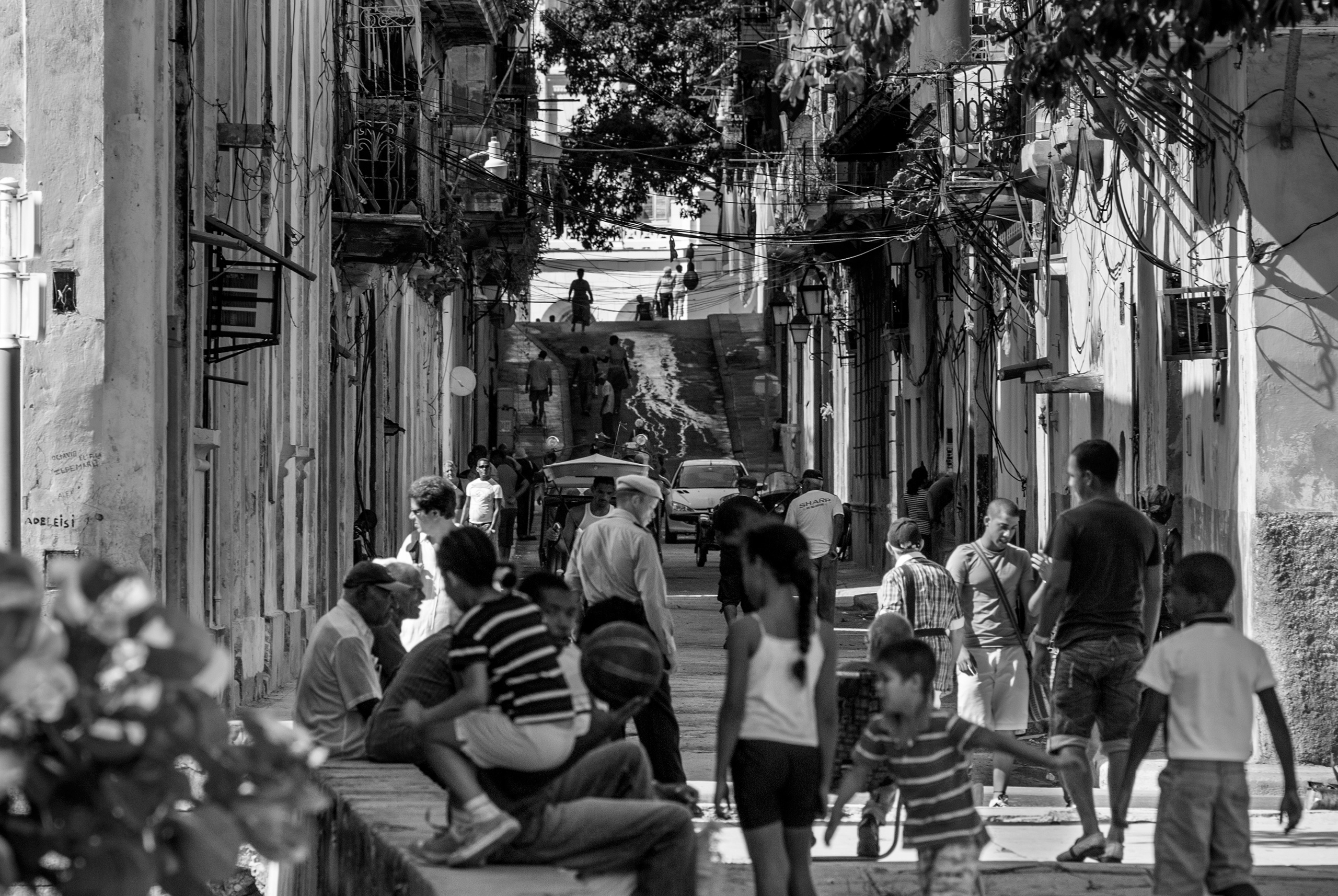 work side street life - Habana, Cuba - christofkessemeier | ello