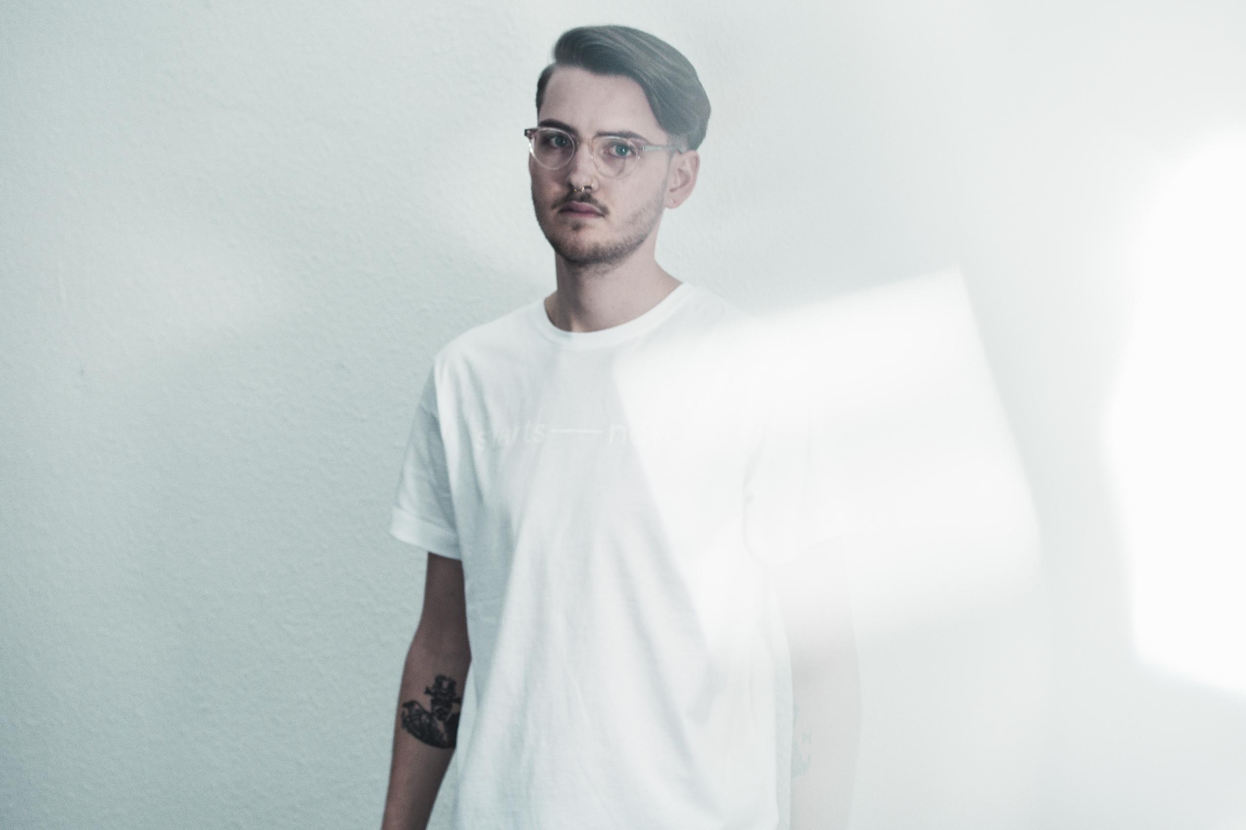Glyphs Tee Uni  - white, minimalism - svartsnott | ello