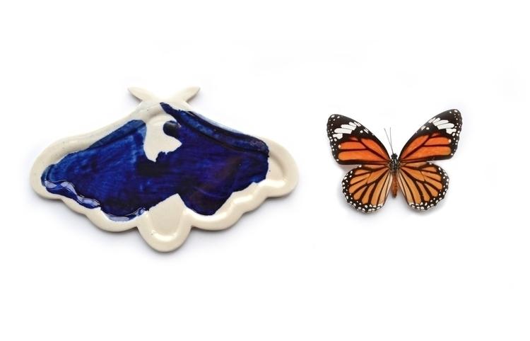 porcelain moths press-molding s - adamchau | ello
