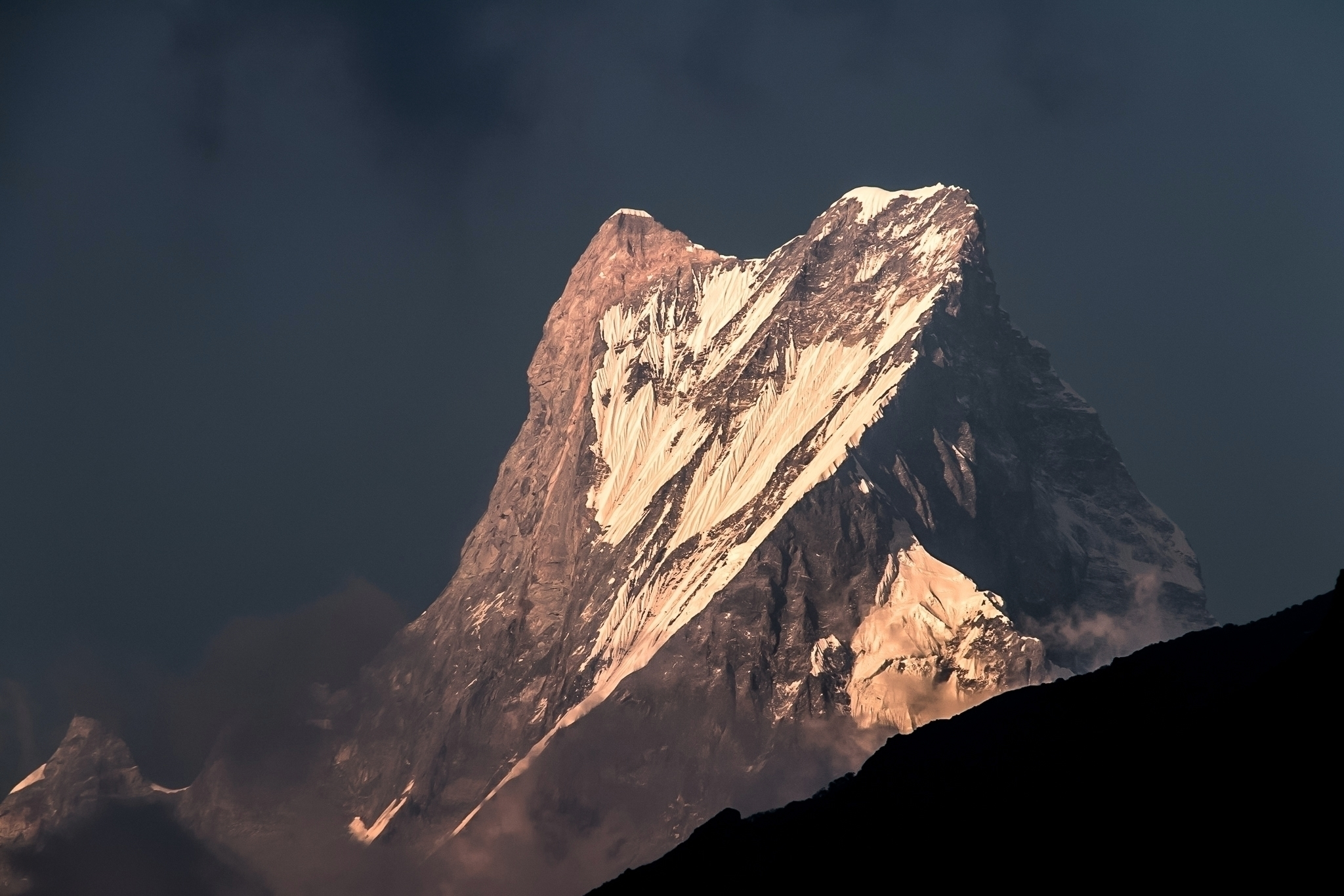 **Sunset Machapuchare, Nepal**  - papa_delta | ello