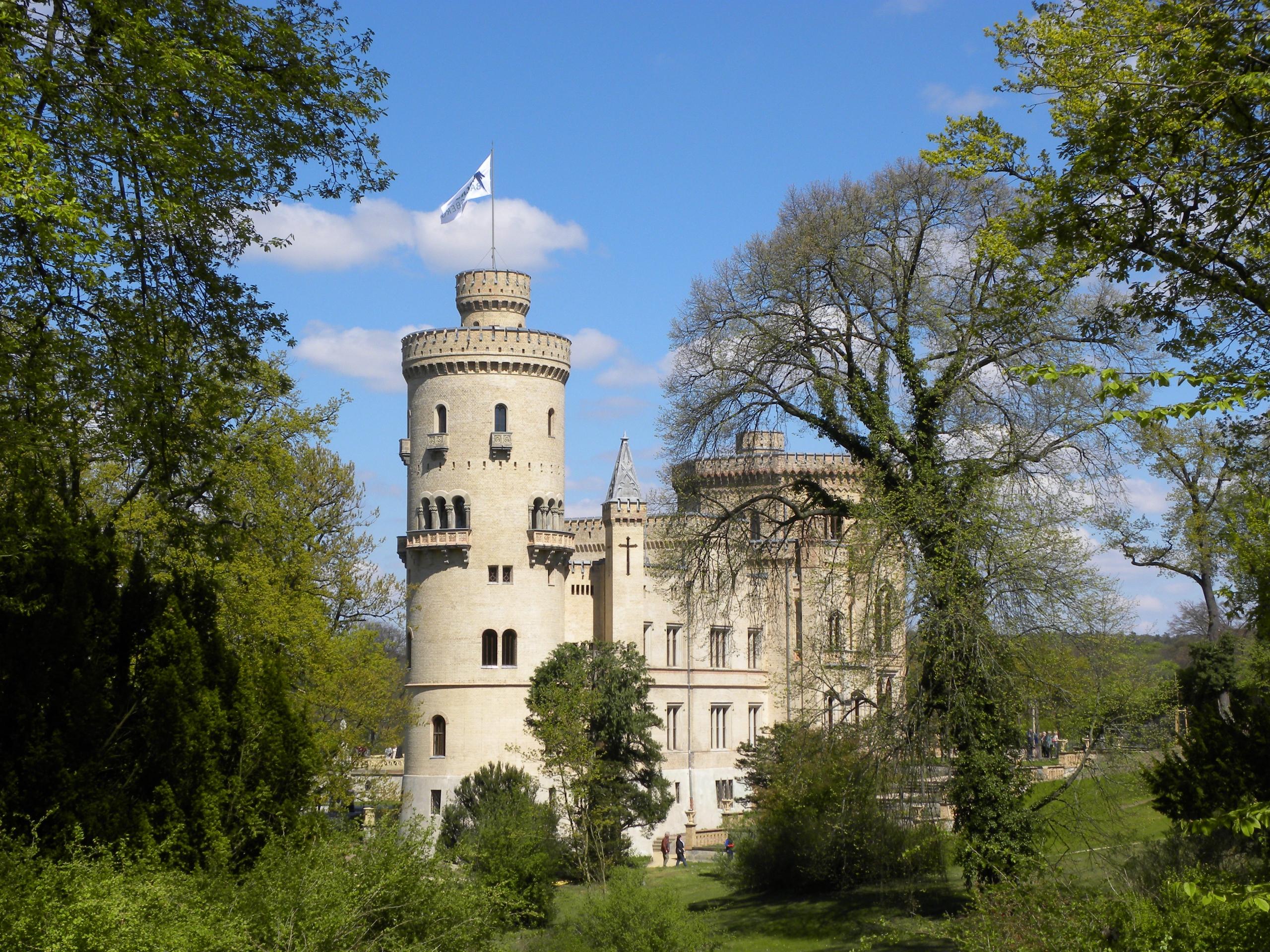 Schloss Babelsberg - eatious   ello