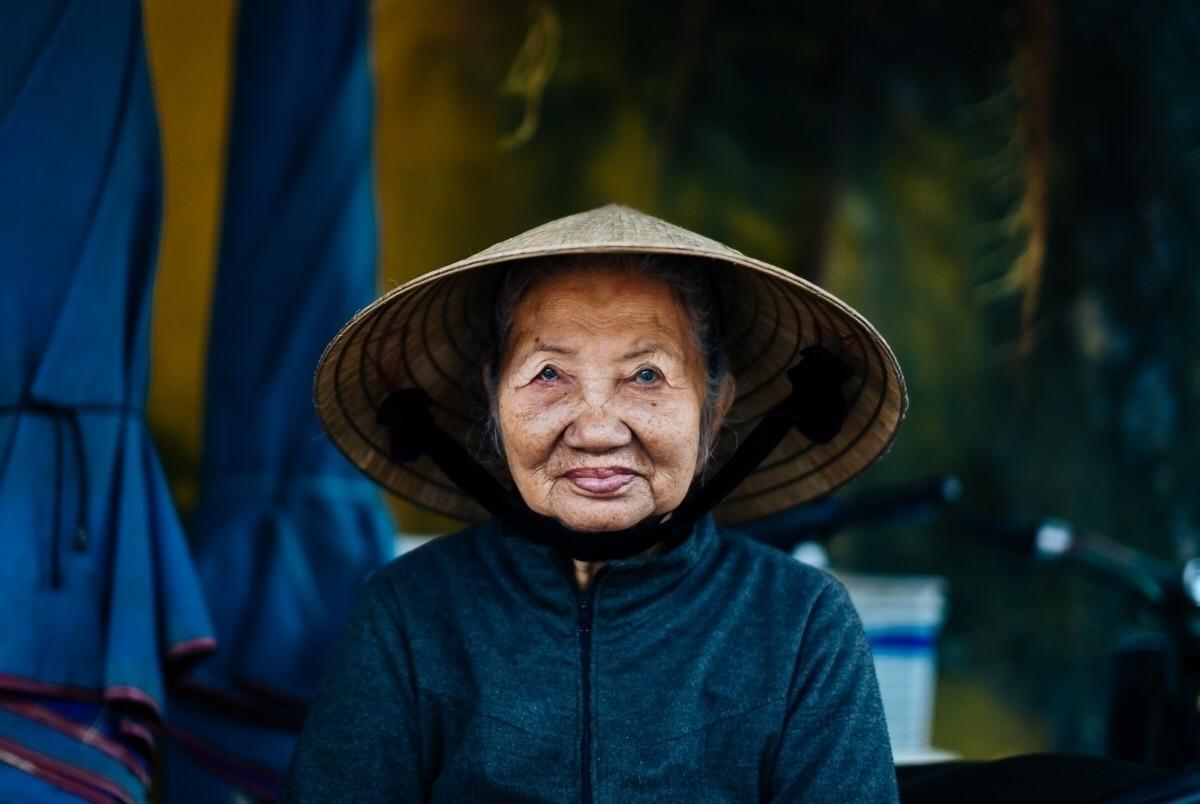 met lovely lady Hoi Vietnam cur - afaulkphoto | ello