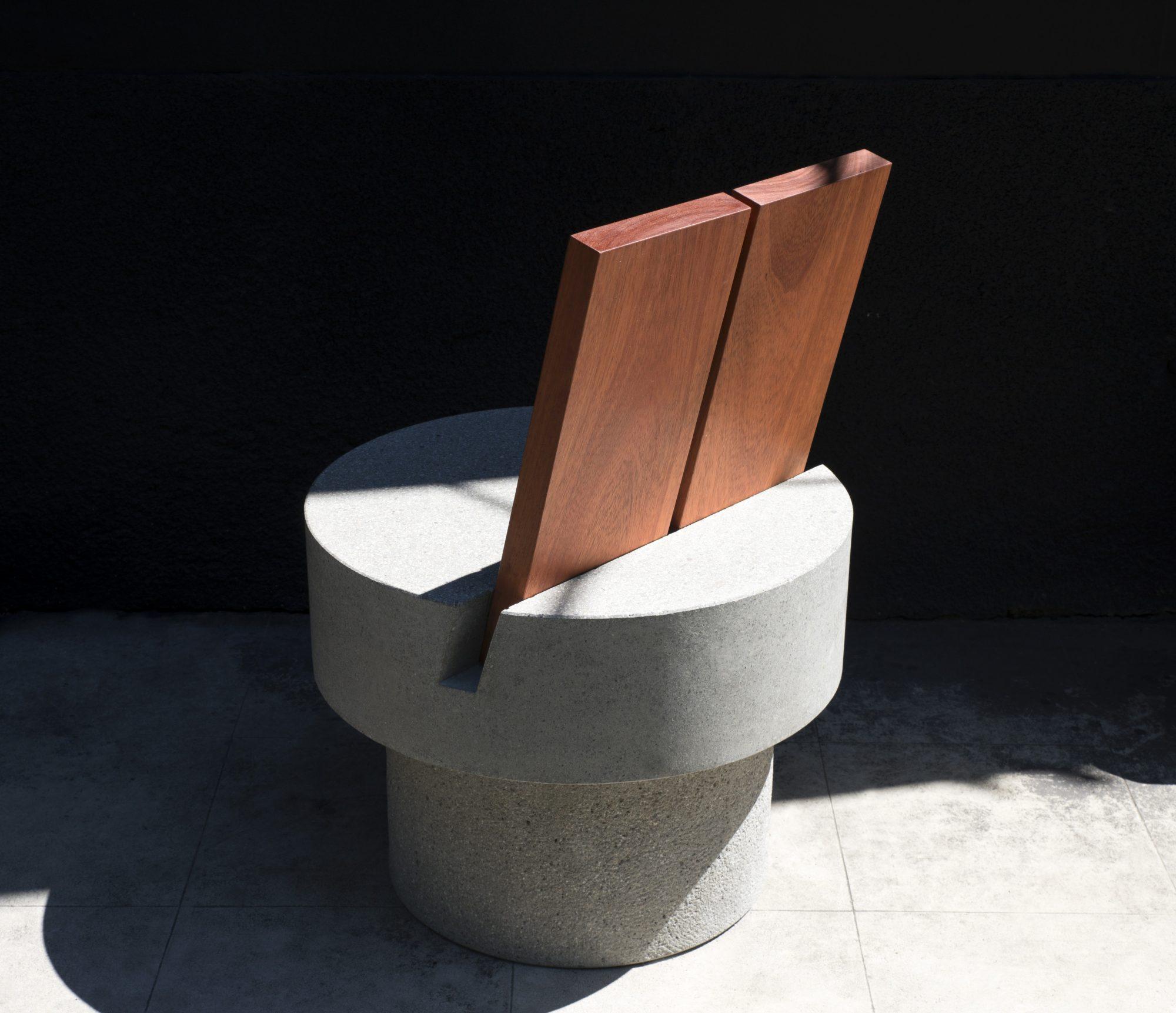 Iroko Concrete Chair Andrea Tog - barenbrug   ello