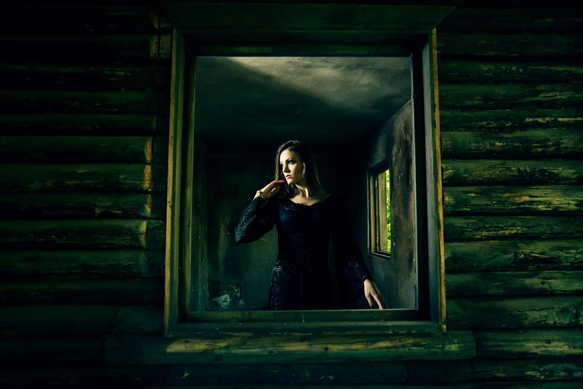 Photographer:Ciprian Strugariu - darkbeautymag   ello