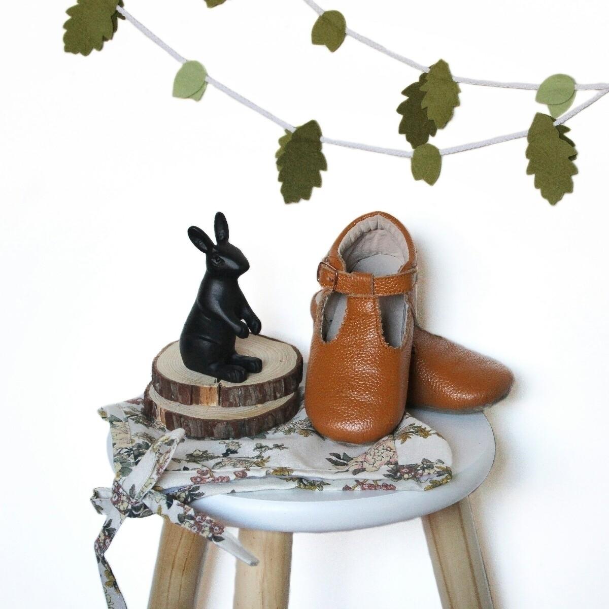 Leaf Garland Shoes Bonnet - evies_adventures   ello