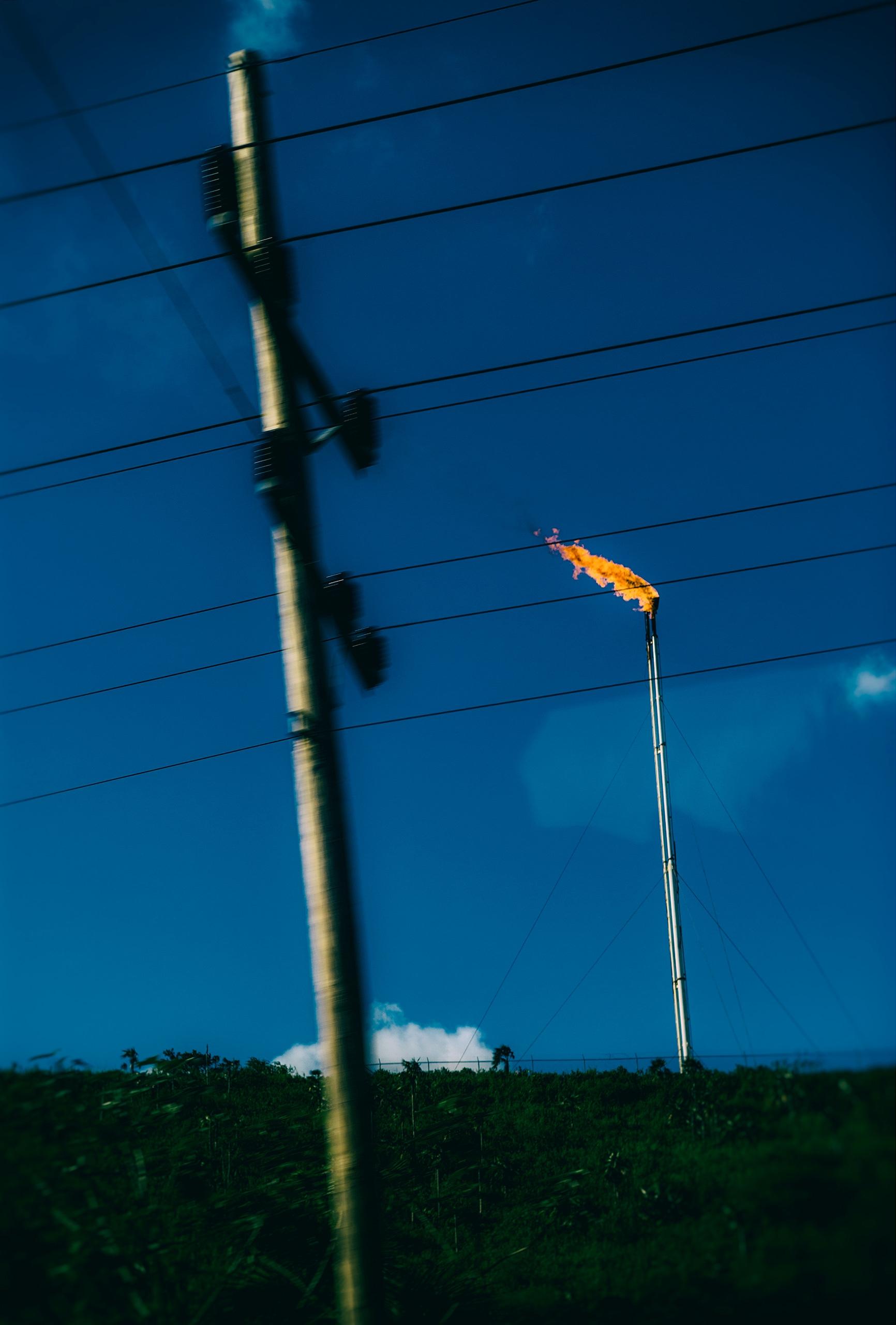 eternal flame road - Cuba, gas - christofkessemeier   ello