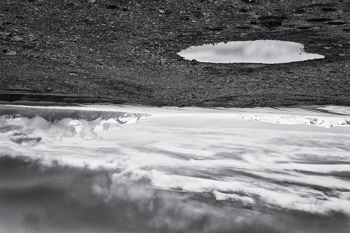Water sky. Floating eyes. hole  - mauriliers | ello