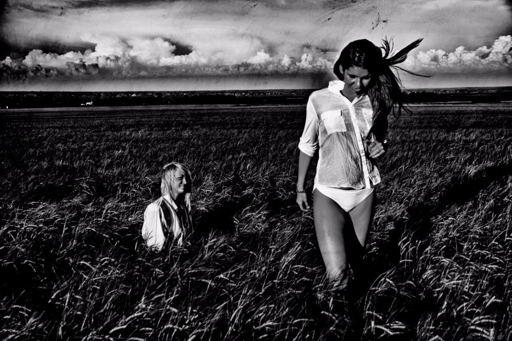 Girls field - blackandwhite, magneticfields - cornelgin | ello