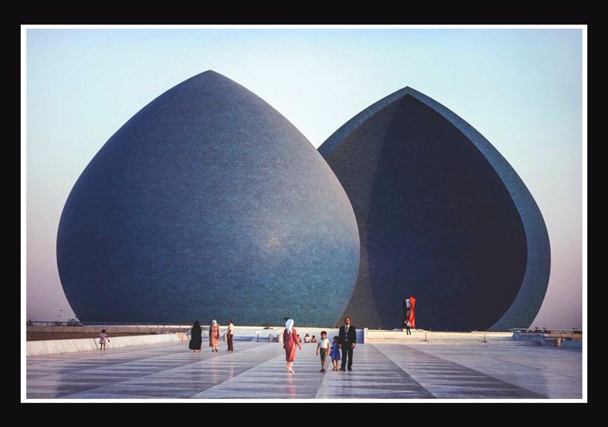 Al Shaheed Monument difficult i - valosalo   ello