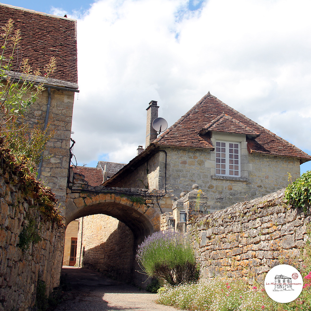 Saint Robert. Corrèze border sm - laminsudeterrasson | ello