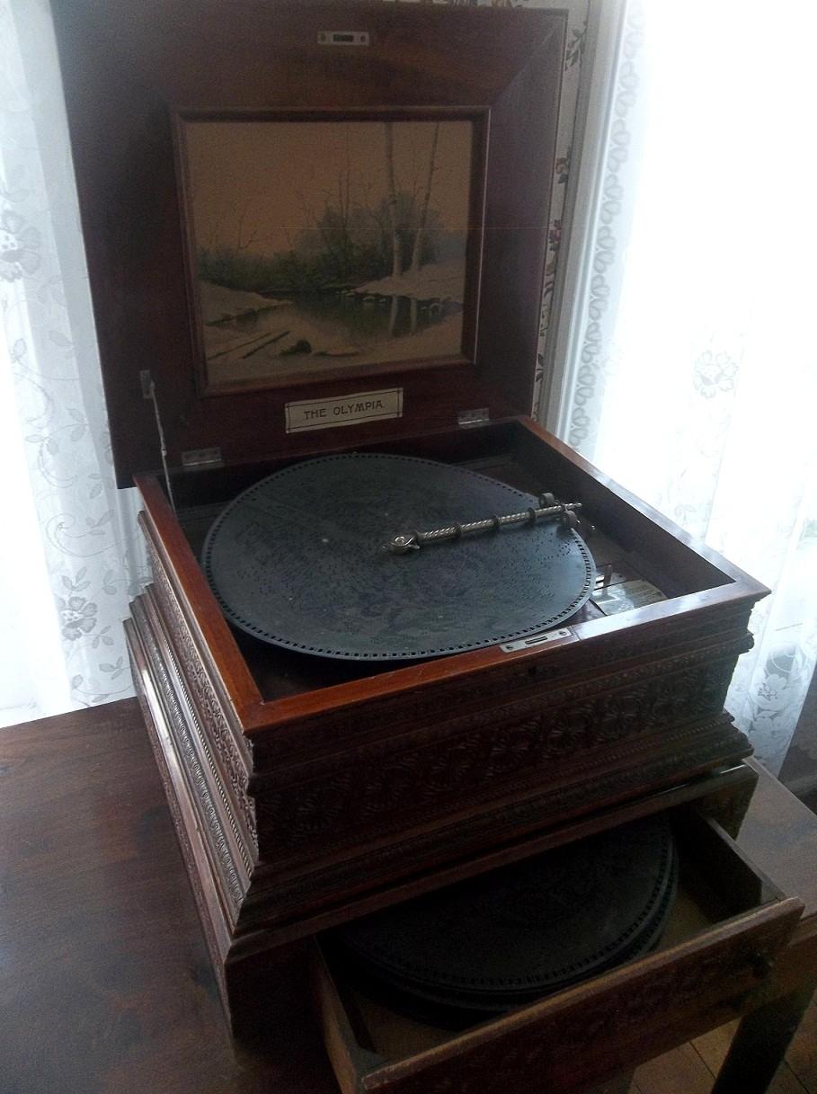 Hodgden House Music Box Audio:  - vincehancock | ello