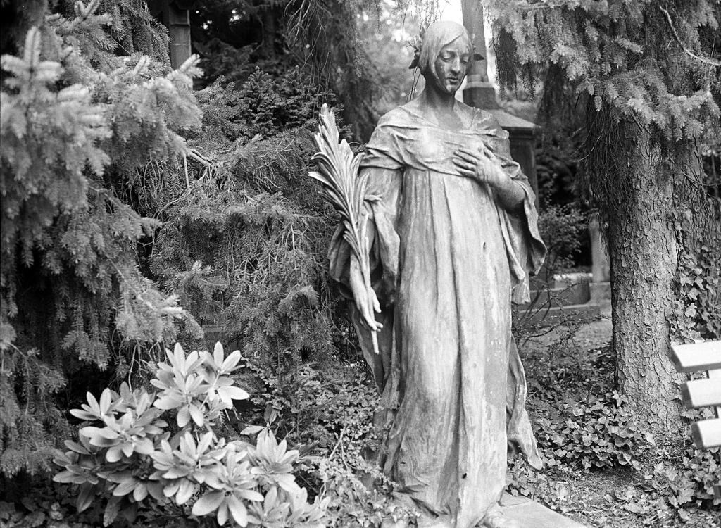 Ostfriedhof Adalbertsteinweg, A - walter_ac | ello