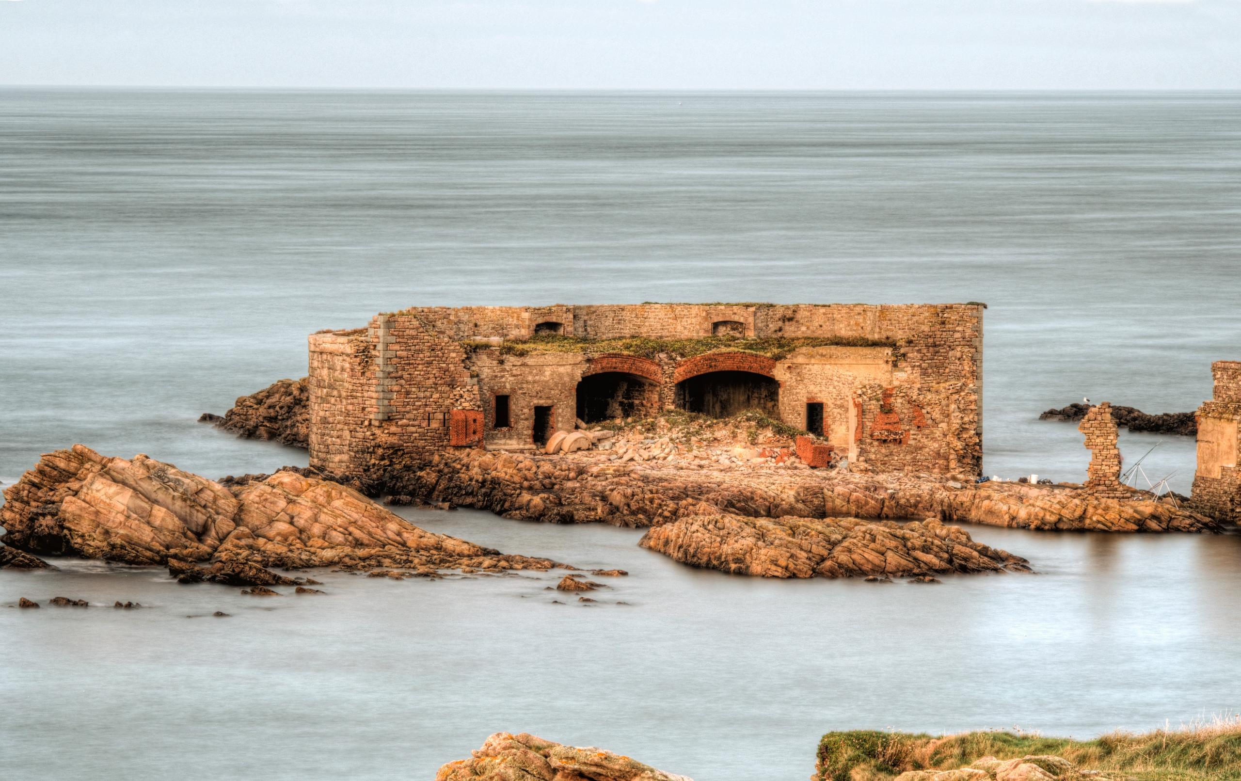 Fort Homeaux Florains Alderney  - neilhoward   ello