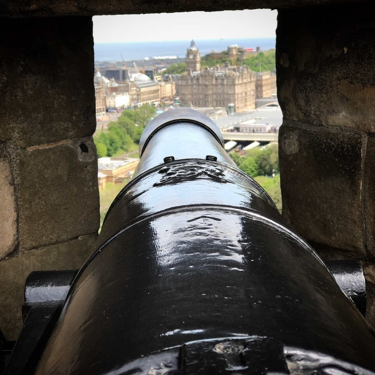 Aiming Edinburgh  - chrispersaud - chrispersaud | ello