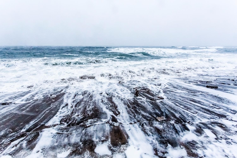raging sea threatens (Gallix, S - francisdufour   ello