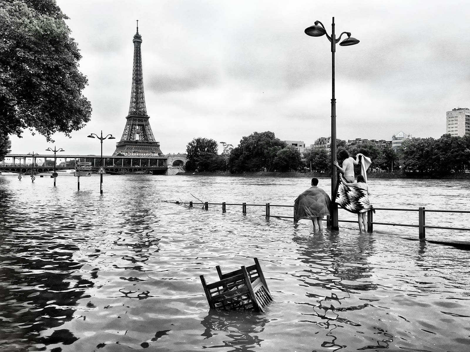 eiffel_tower, seine_river, paris - laurent_delhourme | ello
