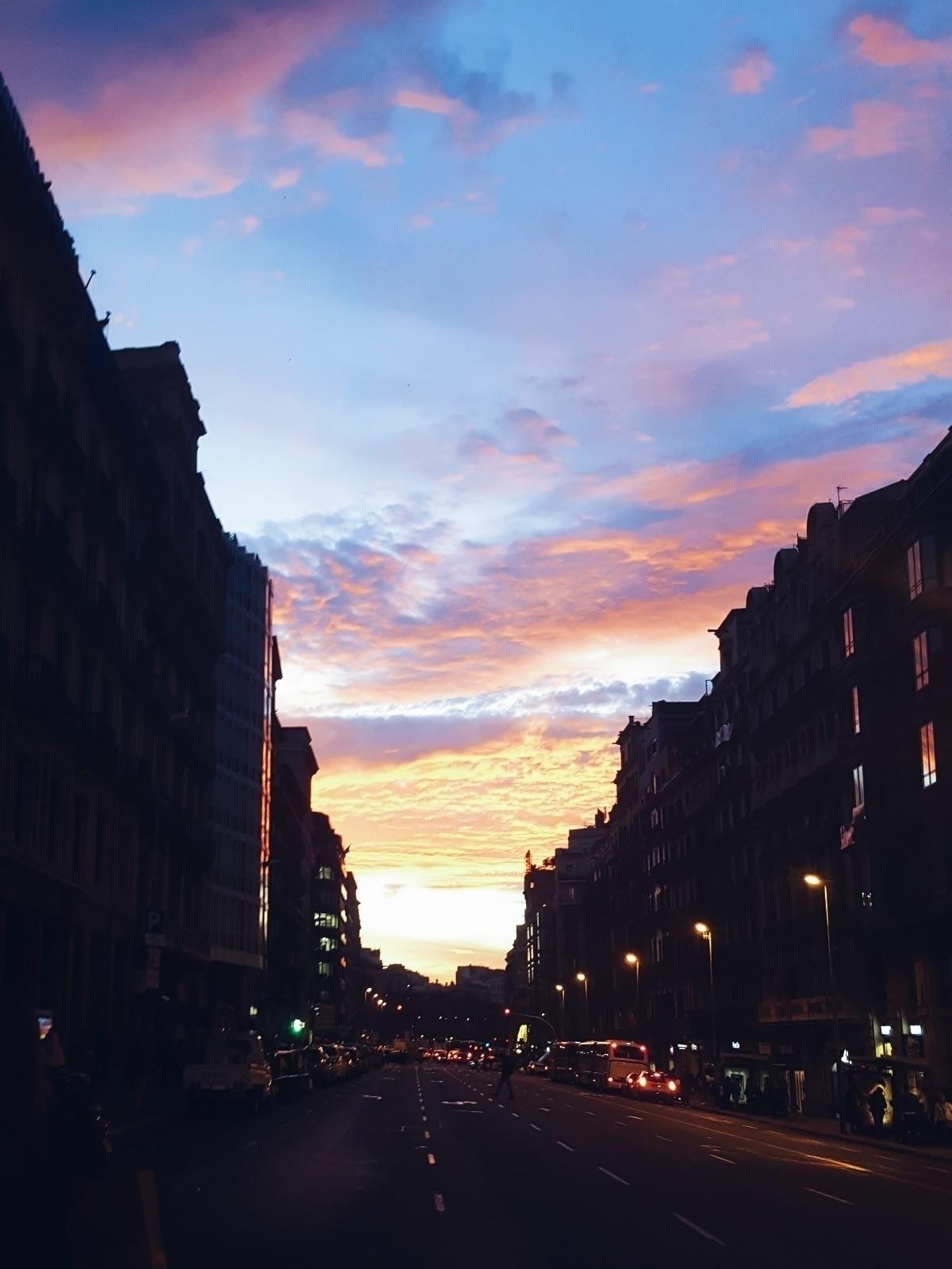 Barcelona - sunset, autumn, autumnsunset - martacorbacho | ello