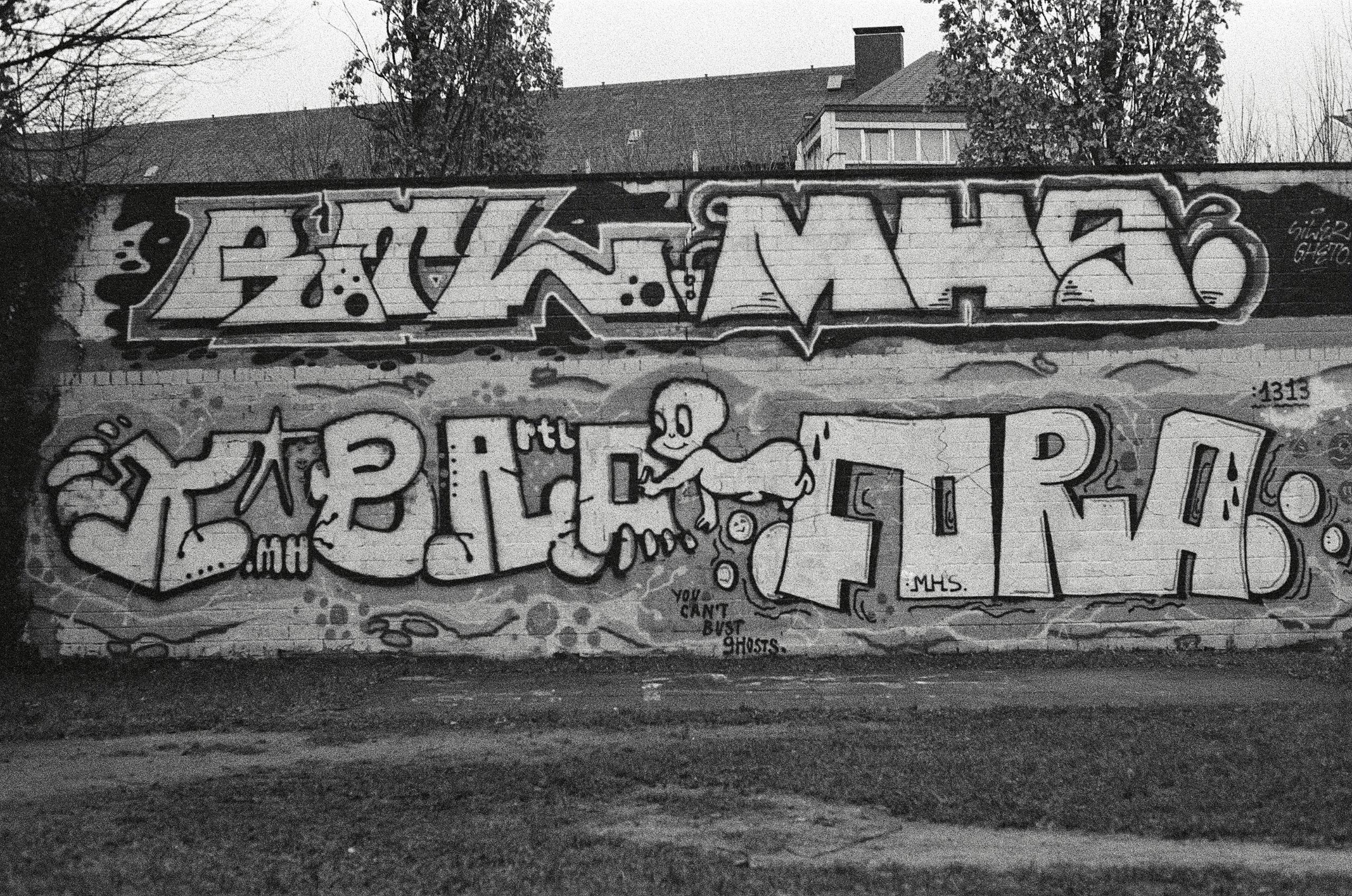 Graffiti Camera: PENTAX smc 1:1 - walter_ac | ello