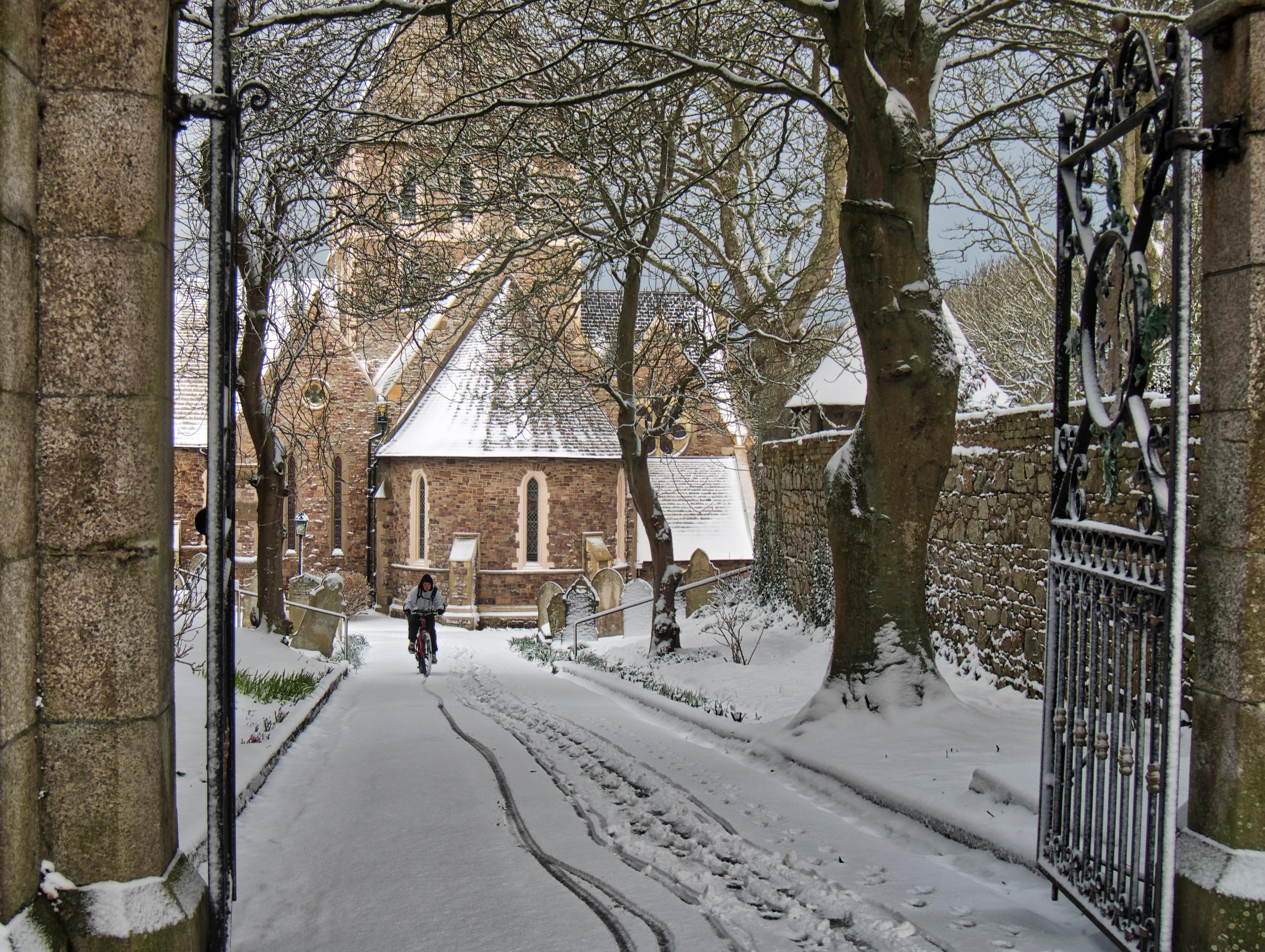 Snowing - snowing heavily islan - neilhoward   ello