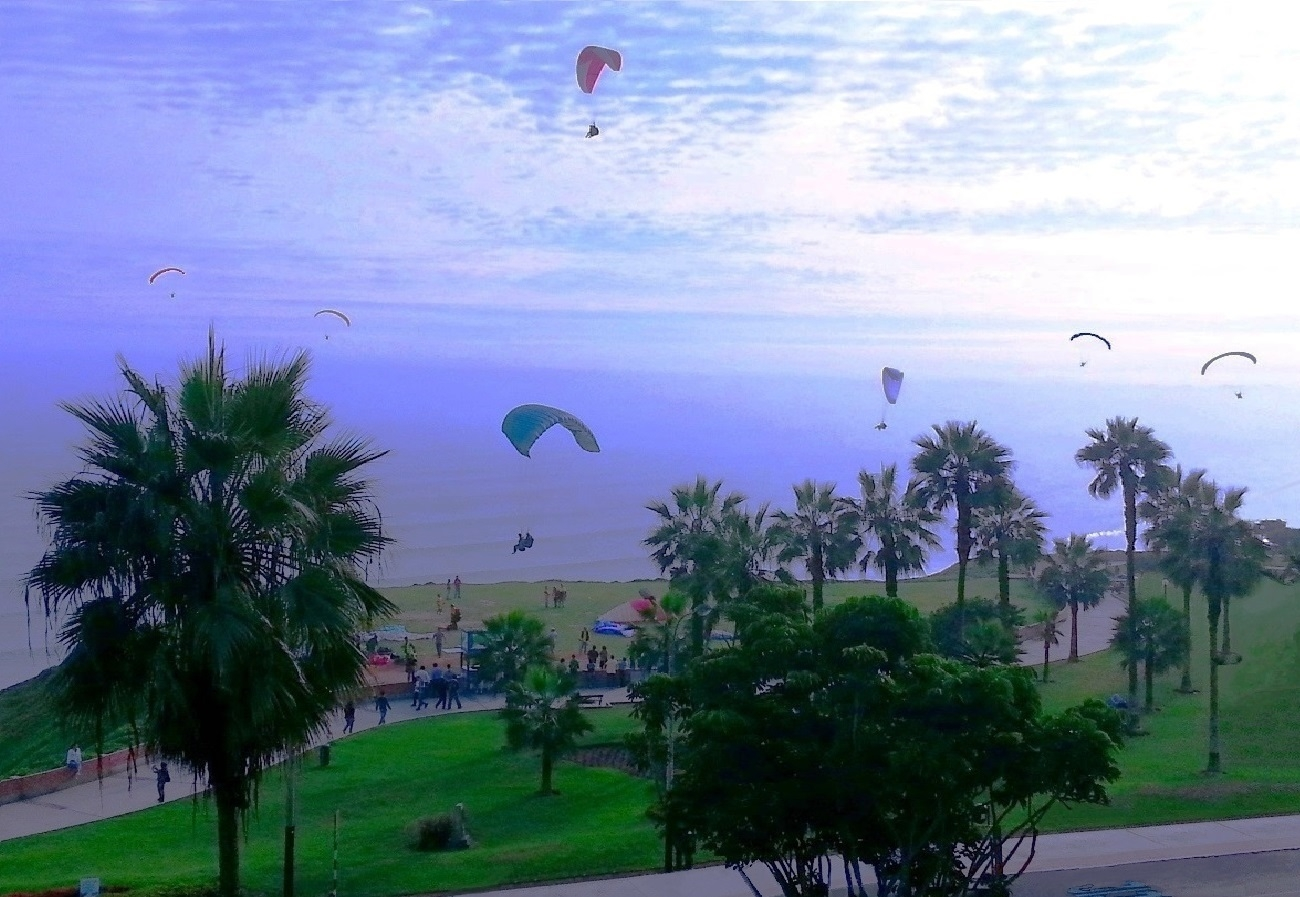 Paragliders - MiraFlores Peru 2 - rjayslais | ello