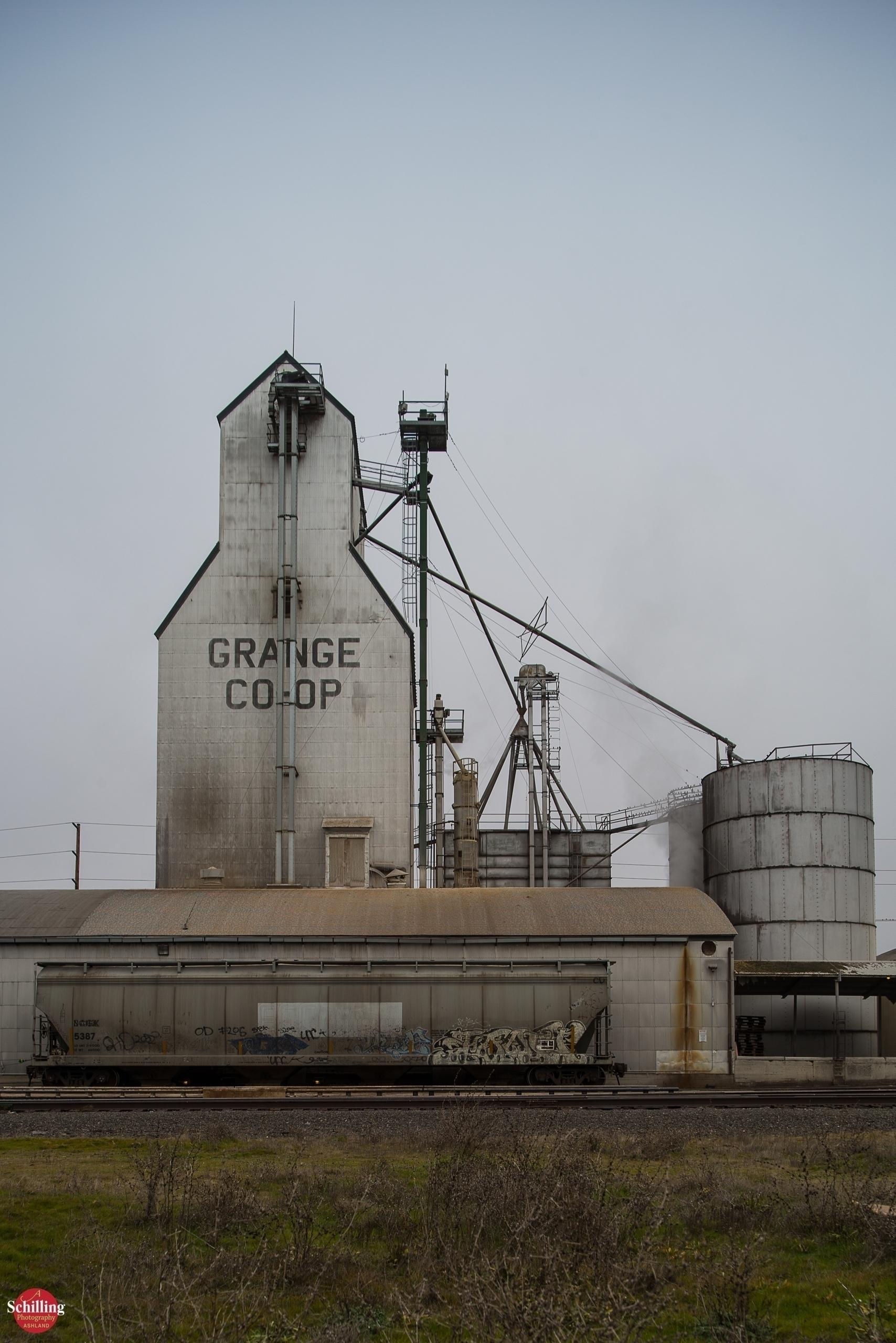 Grain Elevator; Grange Coop Cen - augustschilling   ello