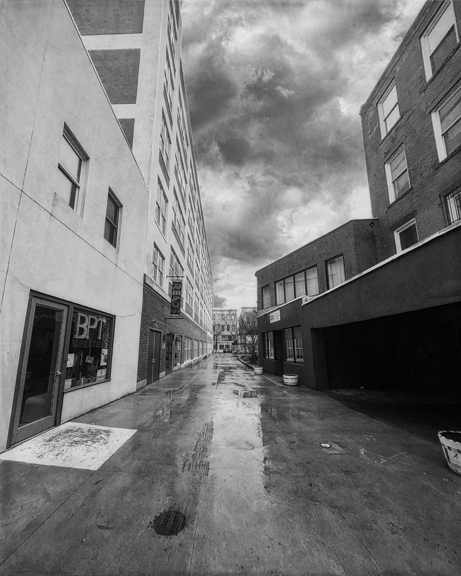 Stormy Alley Website | Instagra - photografia | ello
