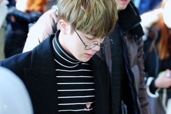 [BTS] KIM SEOKJIN ↳ airport. ᵕ̈ - jinpics   ello