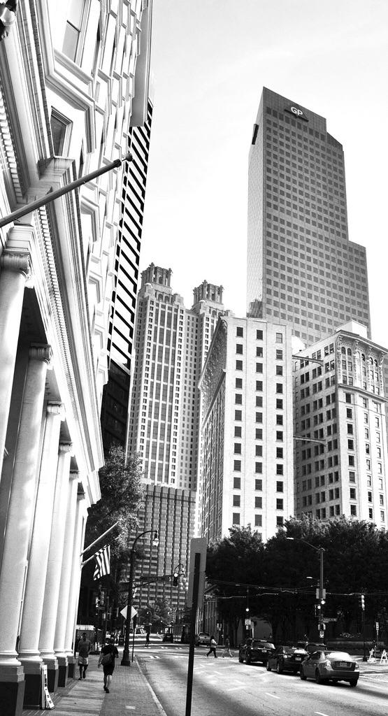 Peachtree Street - streetphotograpgy - drewsview74   ello