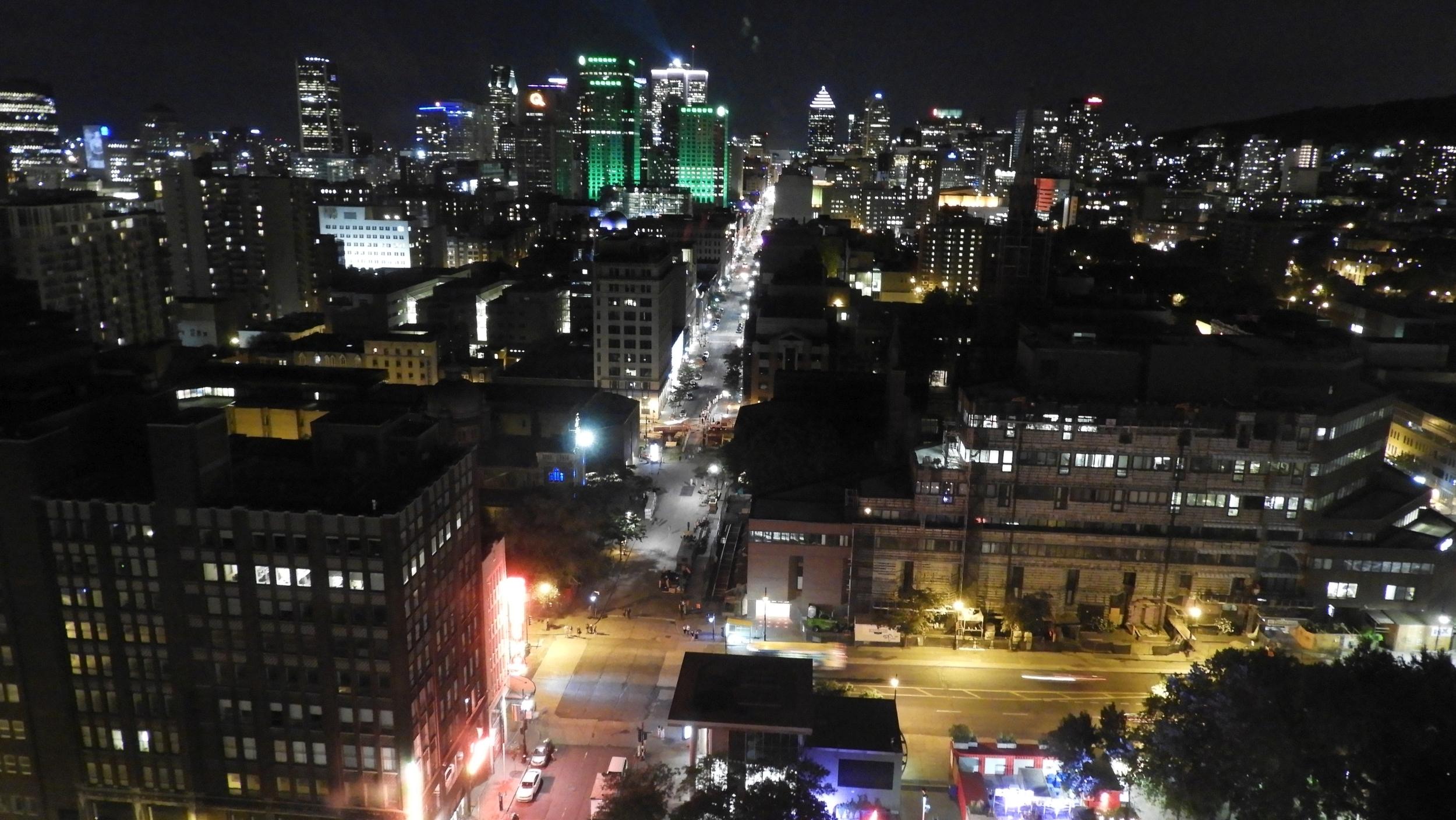 night, Montreal - architecture, lavilleauxcentclochers - koutayba | ello