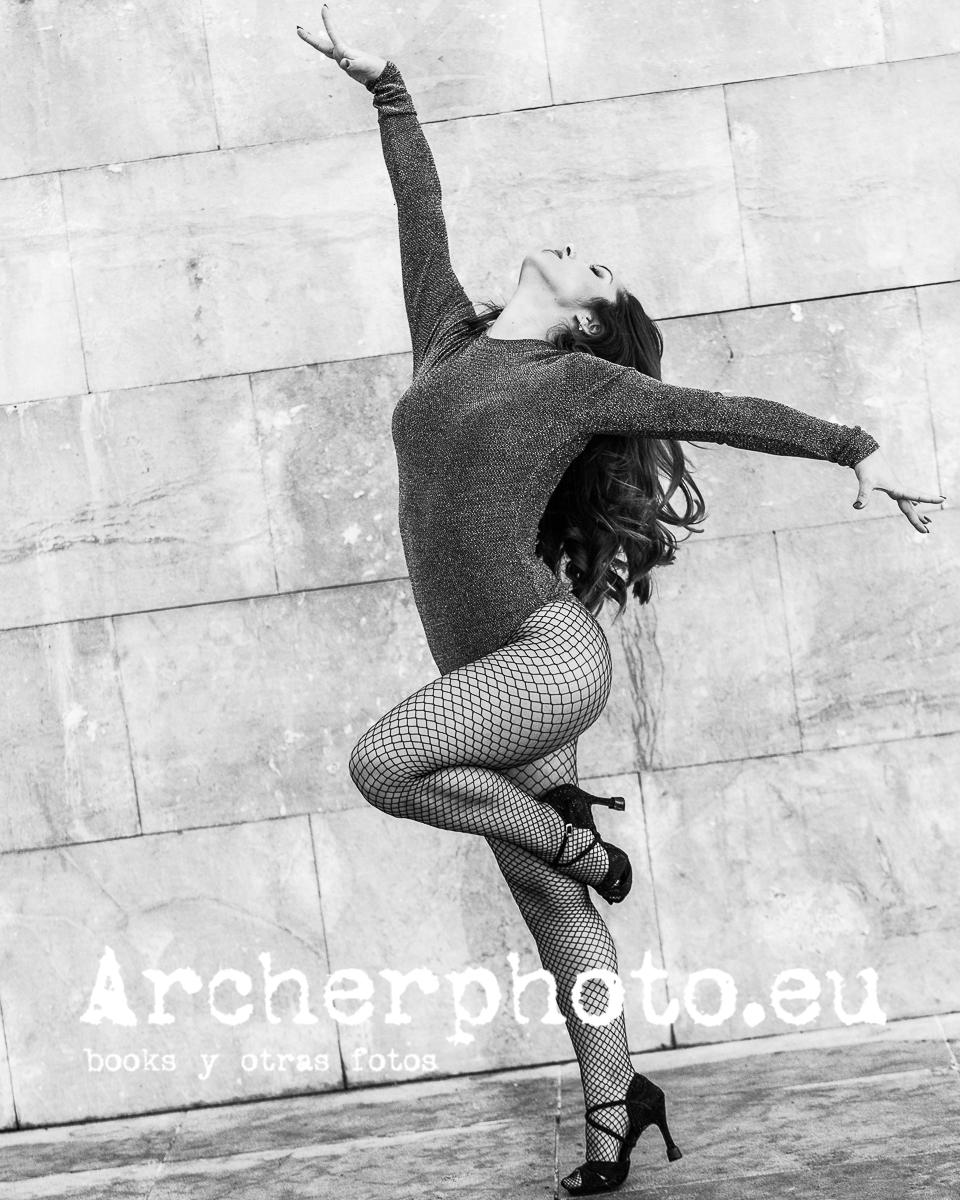 Andrea Vidaurre Dancing Street  - archerphoto | ello